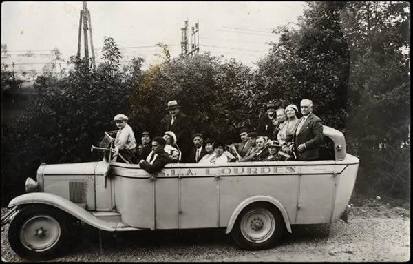 Pélerins en route pour Lourdes