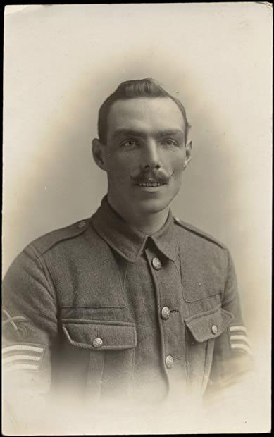 Sergent moustachu