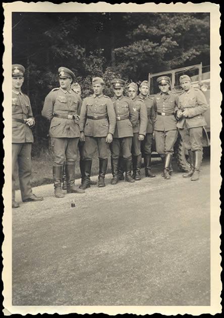 Soldats Allemands en forêt 01